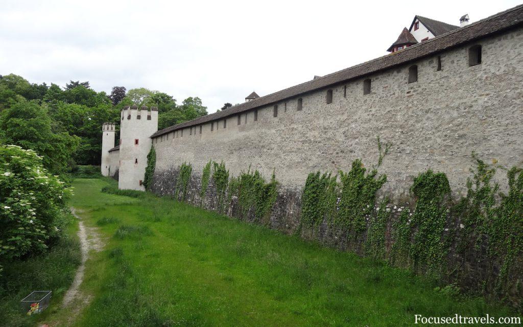 Sur les traces des anciens remparts de Bâle, du murus gallicus au bastion de la gare en passant par la porte de St.Alban