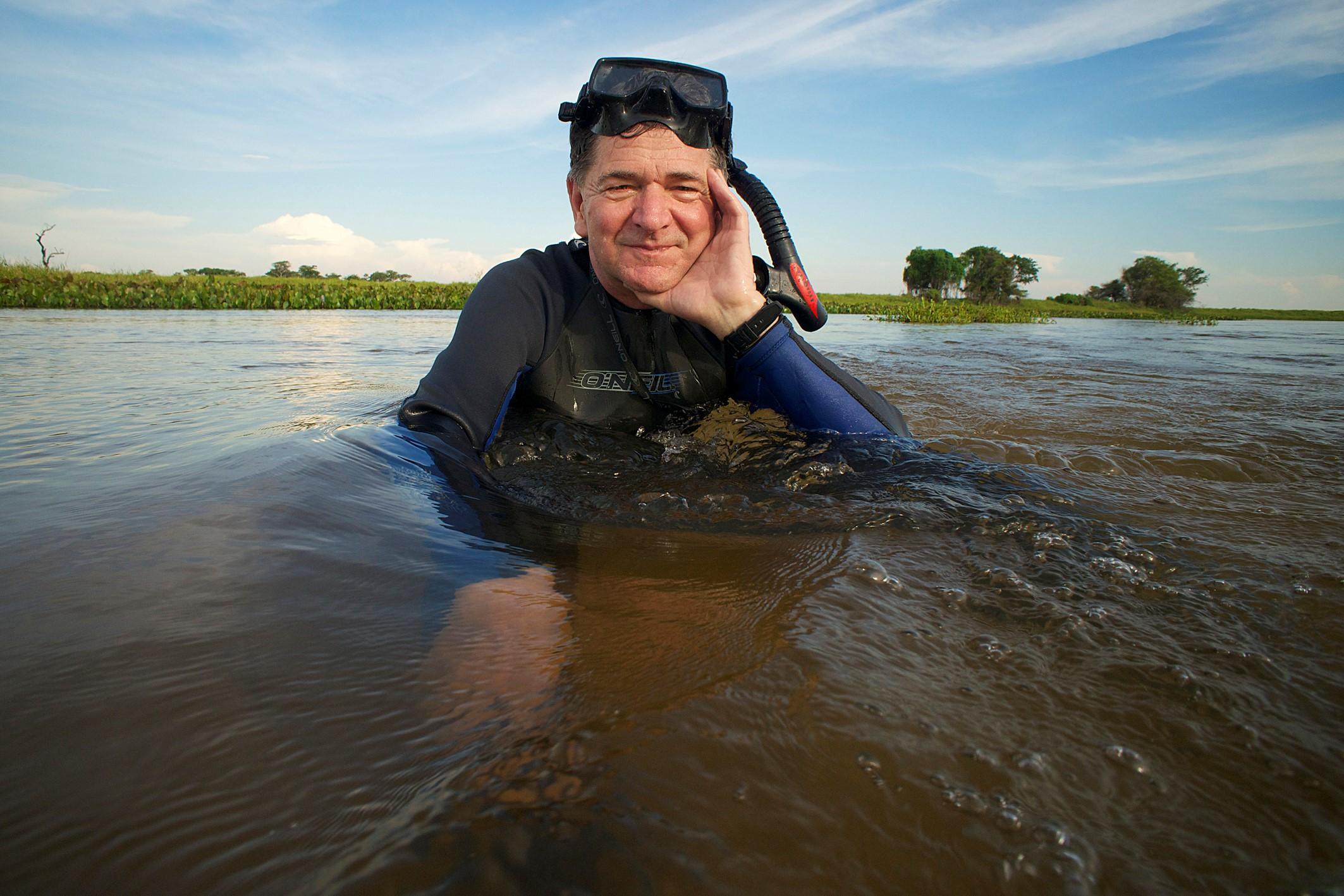 Entre ours et piranhas. Sept ans dans les eaux de la planète